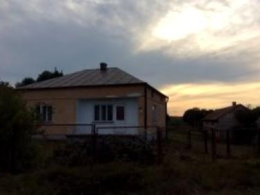 Dom z balkonem