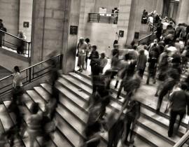 tłum schody