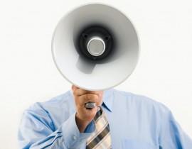 Mężczyzna z megafonem