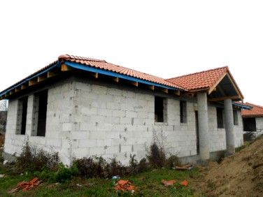 Dom z tarasem